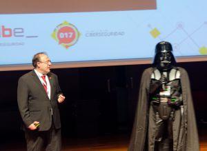 Raúl Elola y Darth Wader en el #SID2020