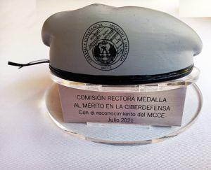 Boina_del_mando_conjunto_a_la_comisión_organizadora_de_la_medalla