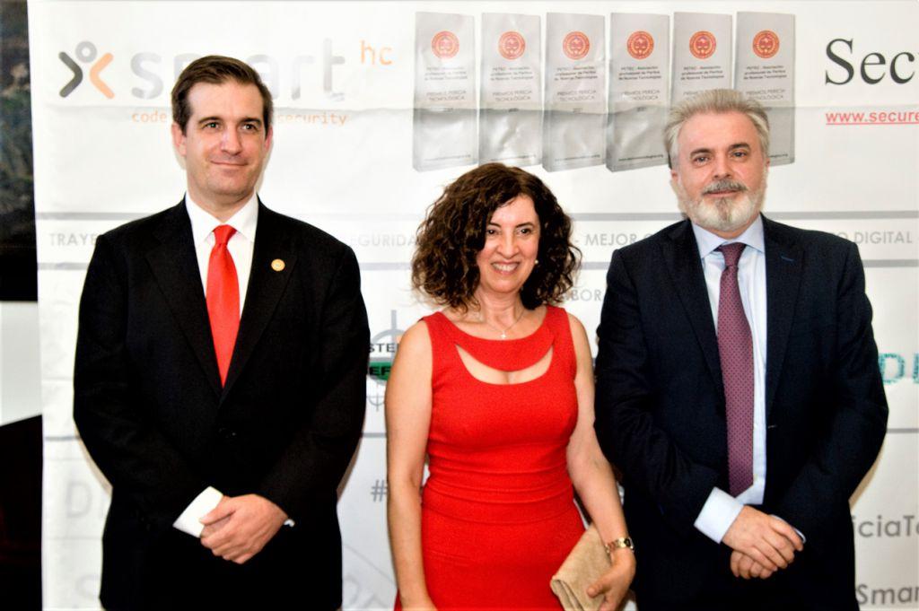 Fernando Mairata, Alicia Blázquez (Valvonta), Celedonio Villamayor. Premios Pericia Tecnologica 2021