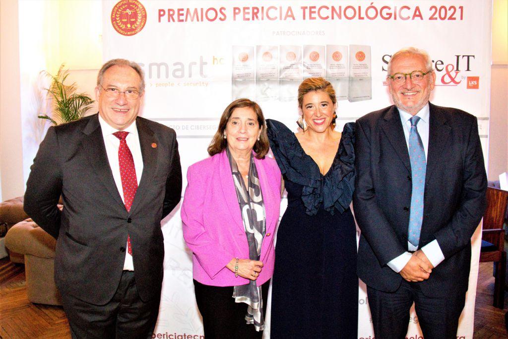 Ignacio Carrasco, Elvira Tejada, Escarlata Gutierrez y Juan Carlos Martín. Premios Pericia Tecnologica 2021