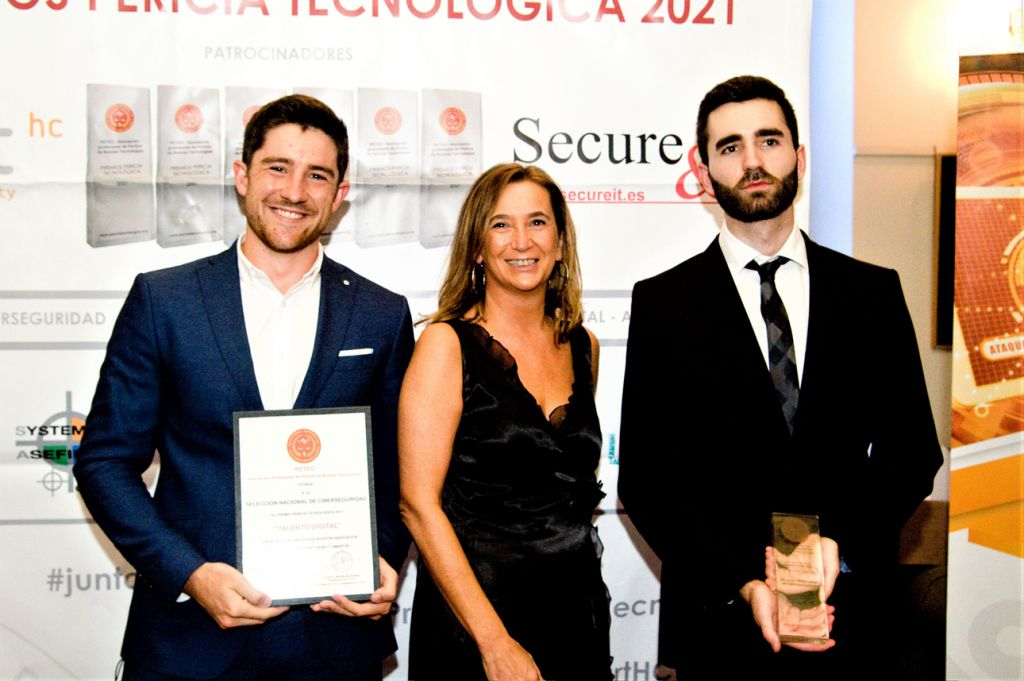 Nacho Gómez, Rosa Díaz, Miguel Amat. Premios Pericia Tecnologica 2021